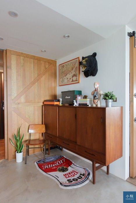 丹麥二手柚木玄關櫃,購於奧維特傢俬;錫罐地毯,Filter017。