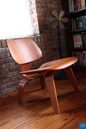 eames的LCW,感謝朋友買了那麼多張名椅,讓我有測試的機會