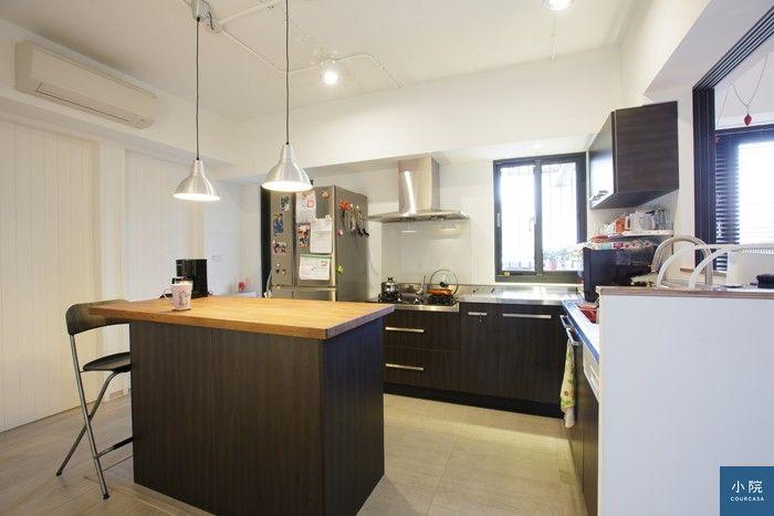 (廚房區地面改鋪磁磚,防水漬也好清潔。仿清水模磚,英格磁磚。廚具設備+櫃體(不含洗碗機),金龍泰企業,10萬7220元。)