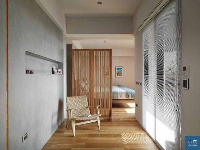 垂直方向的木格柵,水平方向鋁百葉窗,增加空間的裝飾線條
