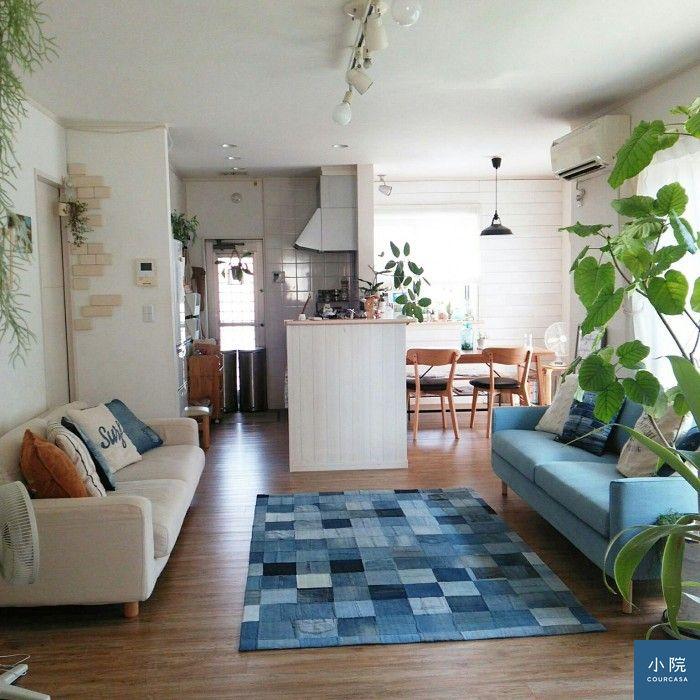 兩張沙發對望,是照片中最常看到的模式。