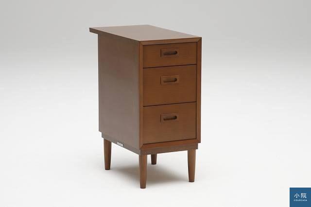 專門搭此書桌的抽屜櫃,抽屜高度仍有分類。定價1萬5400元