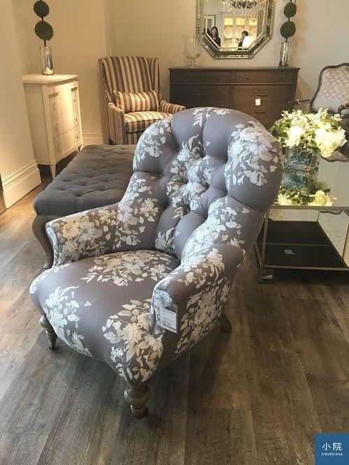 經典款「女人椅」,選不同布花的氣質各不同,現場這款定價71,000元