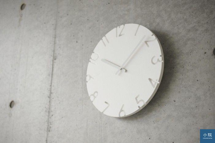 雕刻時鐘,有數字款/羅馬數字款/線條款,定價3430/4160元,小院專案價2744/3328元。