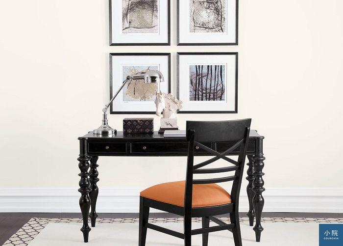 家具漆色多為木頭色或黑色、米白,少見其他色彩,所以單品彼此好混搭
