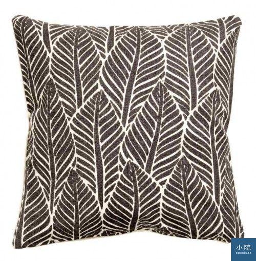 黑白配色再一顆,也藏有葉子圖騰,Leaf-print cushion cover抱枕套,8.99英鎊