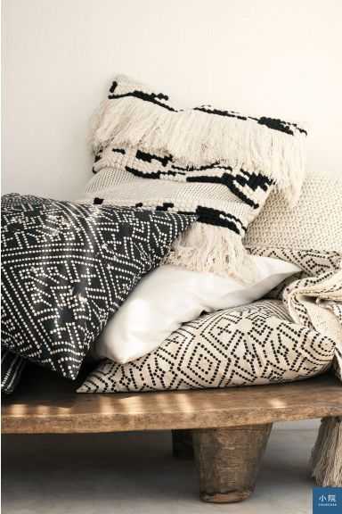 Patterned cushion cover抱枕套,3.99英鎊