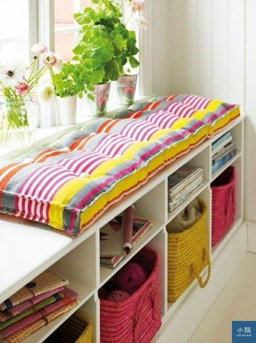 買現成櫃子當坐臥榻時,可在上方再加坐墊。 圖片來源:indulgy.com