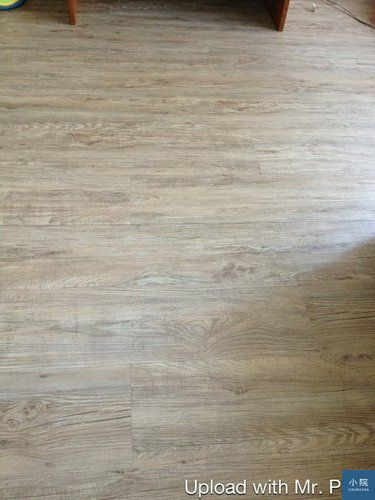 (網友賈兮兮家裡的塑地板,同步紋產品,也很棒。)