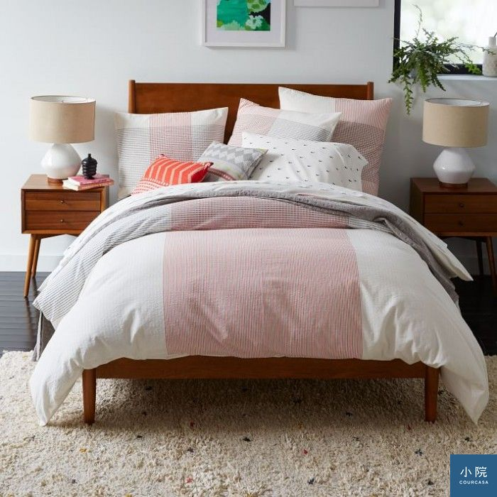 mid-century-bed-acorn-o-1