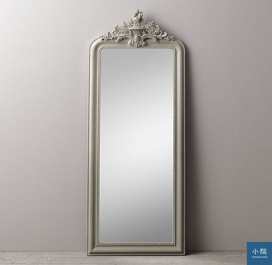 hand-carved rococo leaner mirror全身鏡,定價499美元。圖片來源:RH Baby & Child